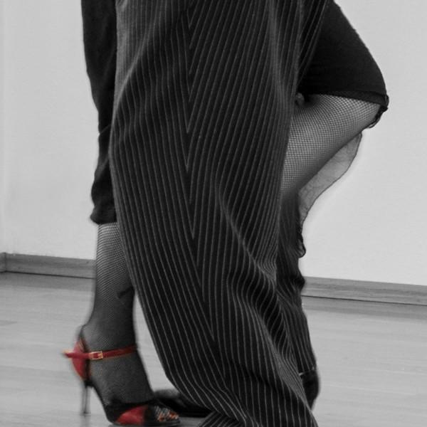 _DSC7293 nur Beine sw rote Schuhe